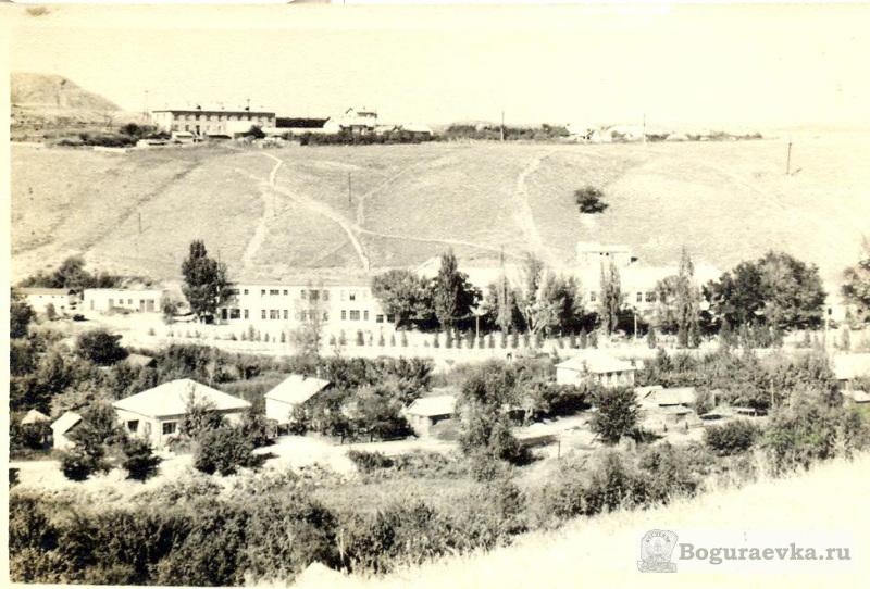 Школа вид с холма